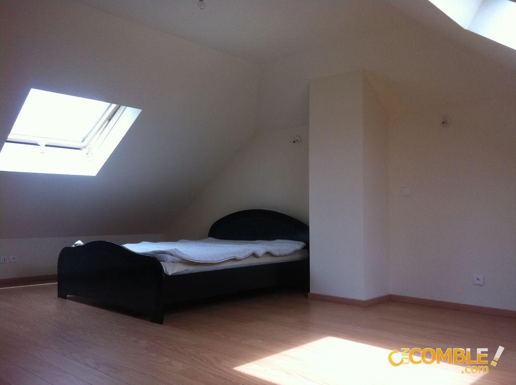 c un comble chambre comble sous velux. Black Bedroom Furniture Sets. Home Design Ideas