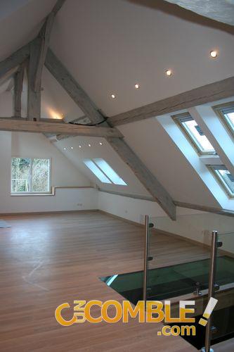 C un comble comble fini avec poutres apparentes - Plafond avec poutres apparentes ...